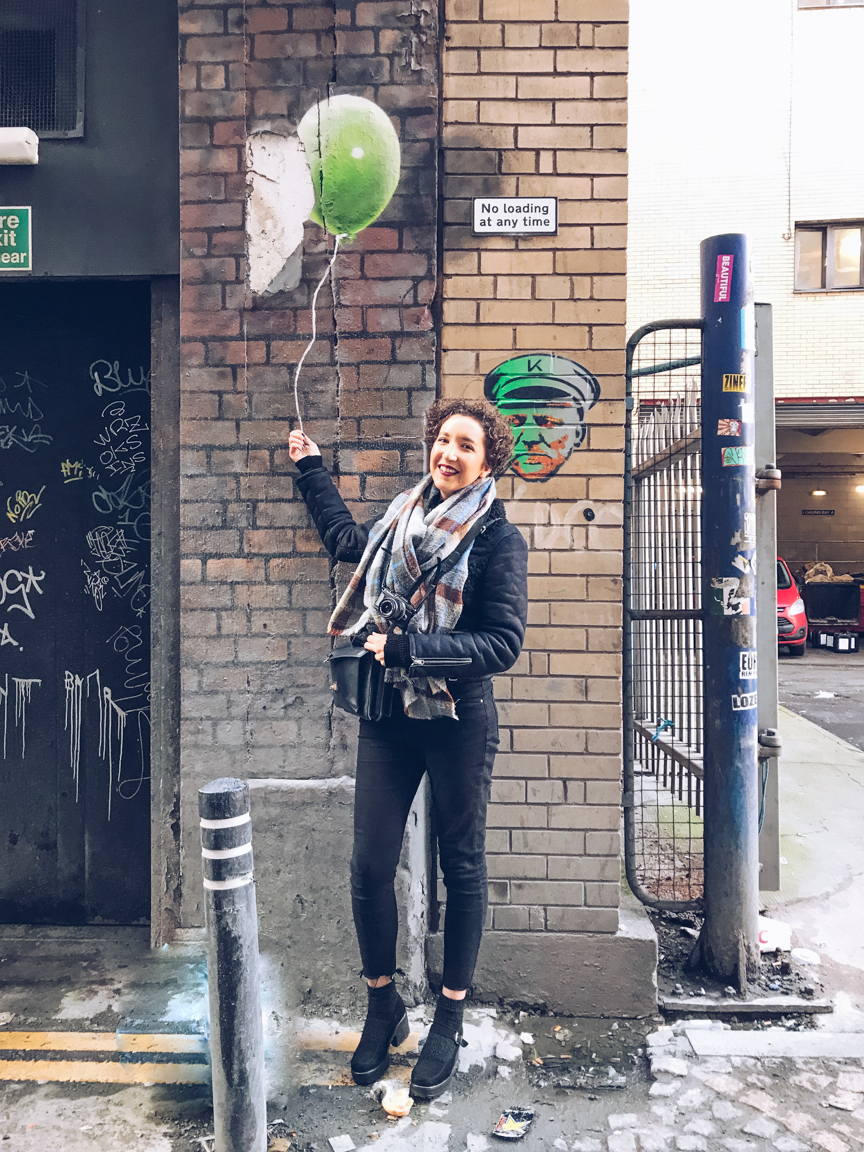 Rogue one taxi balloons street art in Glasgow