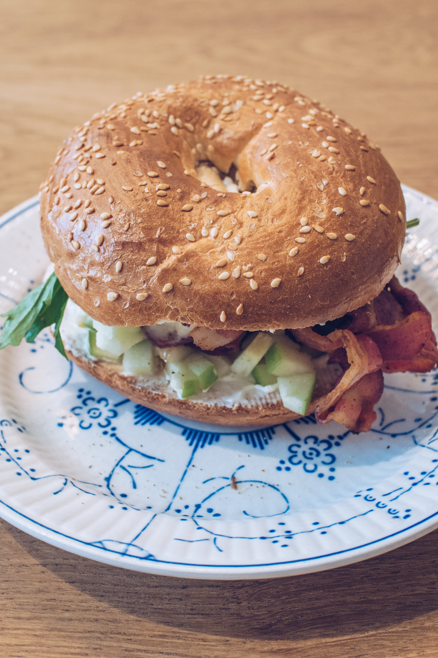 sesame bagel with bacon, brie and walnuts