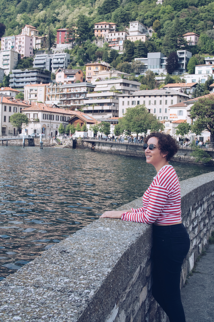travel blogger in lake como