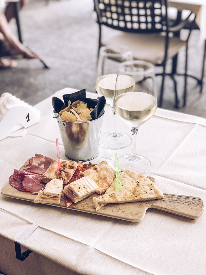 aperitivo with prosecco
