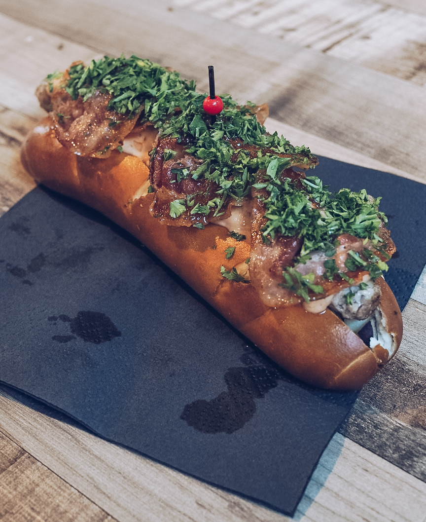 hotdog at foodhallen amsterdam