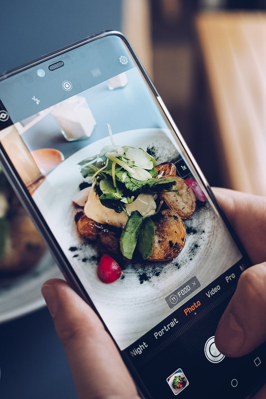 taking a photo of food on huawei mate 20 pro